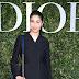 Caroline Issa posa para fotos no lançamento da exibição 'Christian Dior, couturier du rêve' comemorando 70 anos de criação, em Paris, França – 03/07/2017