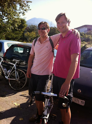 climb Vesuvius by bicycle