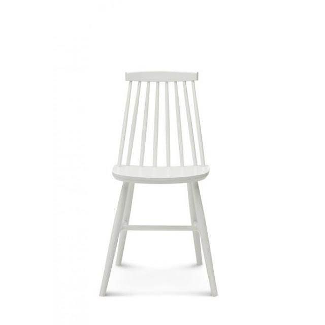 krzesła firmy fameg, drewniane krzesła, krzesła w stylu skandynawskim