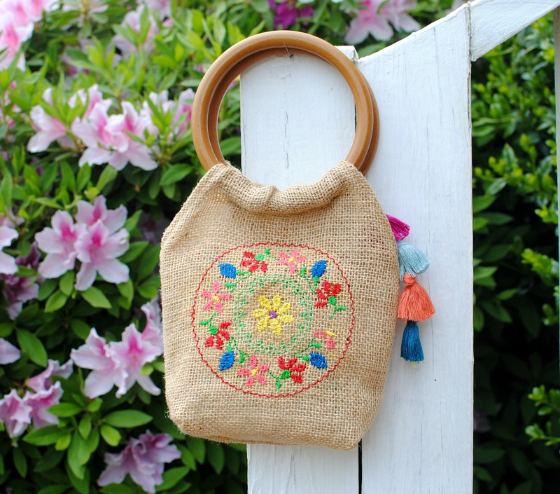 DIY Wooden Handle Burlap Purse.