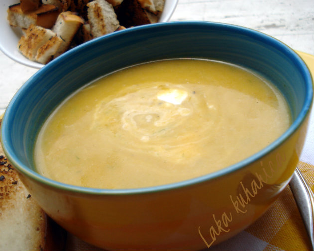 Winter squash and leek soup by Laka kuharica: a silky textured soup, laced with sour cream and sprinkled with crunchy croutons.