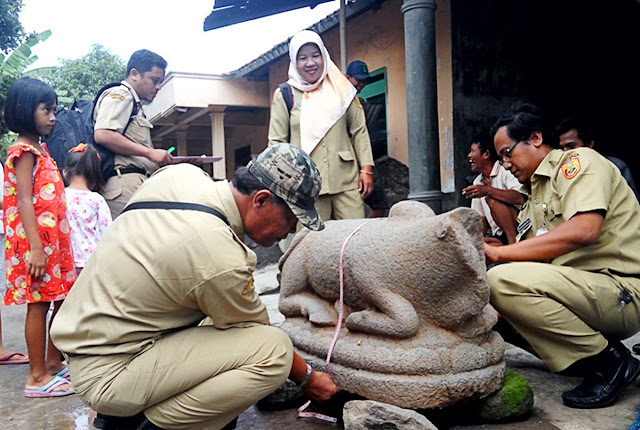 Ancient cow statue found in Java