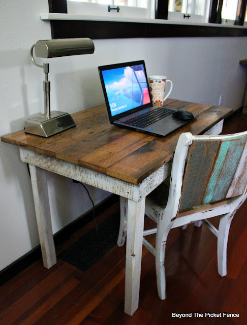 farmhouse decor, reclaimed wood, salvaged, barnwood desk, fixer upper, farmhouse table, https://goo.gl/40jXdX