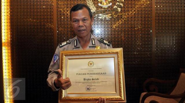 Bripka Seladi, Polisi Jujur yang Menarik Perhatian Ketua DPR