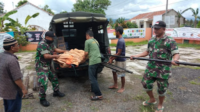Prajurit TNI dan BPBD Majenang Sigap Bantu Warga Mulyasari yang Terdampak Banjir
