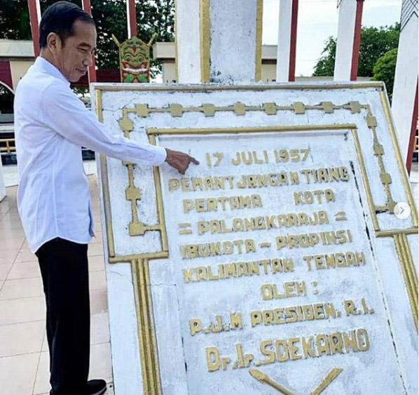Presiden Jokowi di Tugu Soekarno