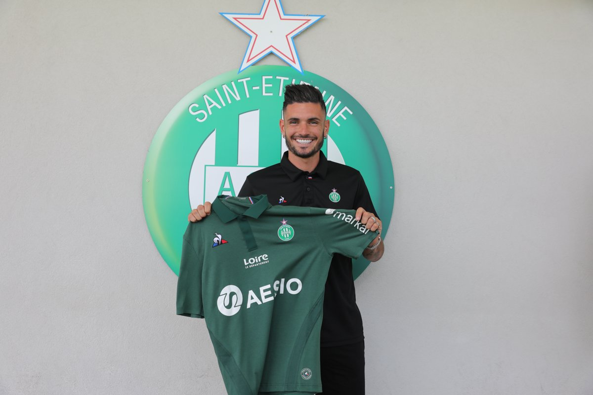 Saint-Étienne have decided to sign Rémy Cabella on a permanent deal