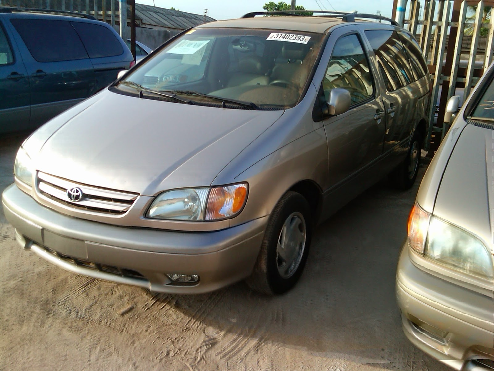 Clean Toyota Sienna 2003 Model XLE *** Tokunbo Full Option *** For ...
