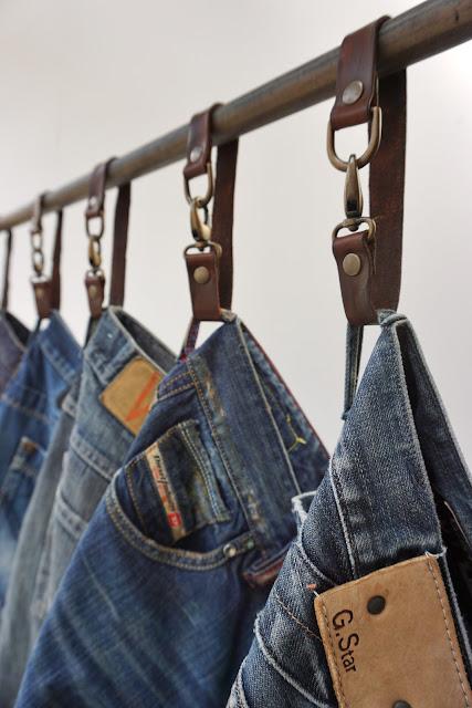 leren bandjes-kledinghanger