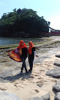 Yuntyas di Pantai Goa Cina Malang