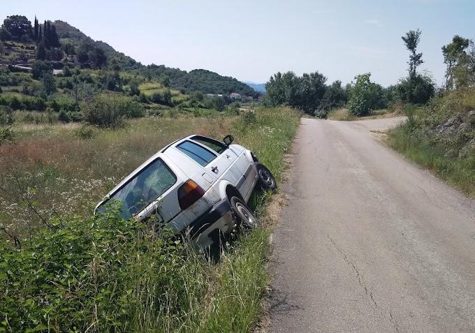 """FOTO: U Klobuku Golf poslije slijetanja ostao """"parkiran"""" i napušten"""