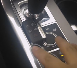 PUT RIGSTERED KEYLESS NEAR TO THE GEAR SHIFT 2
