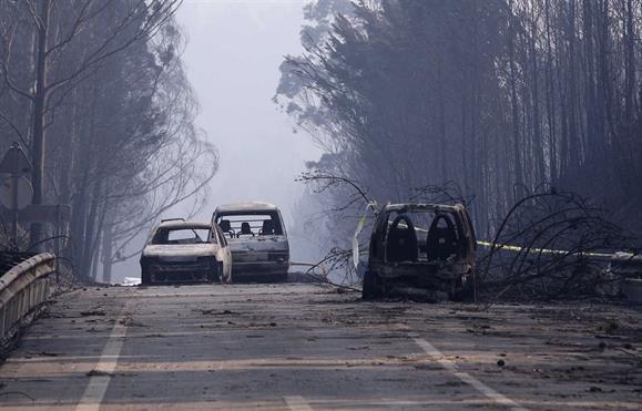 """Incêndio em Pedrógão Grande: Drone da SIC mostra """"estrada do inferno"""""""
