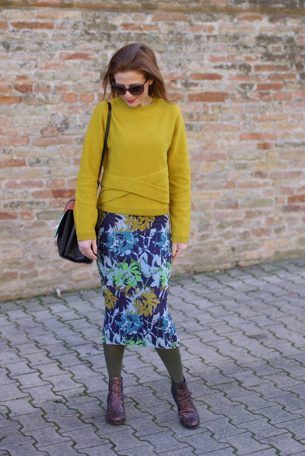 How to wear a floral midi pencil skirt on Fashion and Cookies fashion blog, fashion blogger style