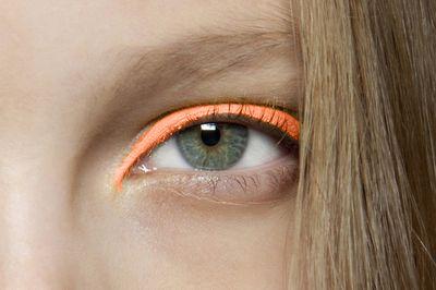 mac eyeliner fluo fluorescent trend makeup occhi zairadurso zaira d'urso fashion's obsessions fashion blog beauty swatc