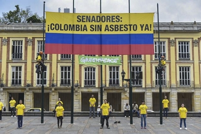 """Greenpeace insta al Senado a """"ponerse los pantalones"""" y prohibir el asbesto"""