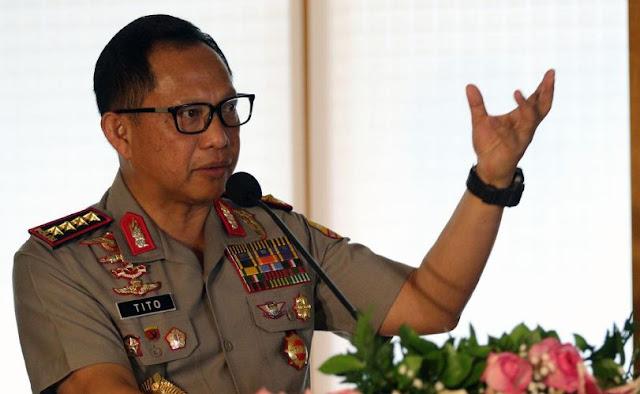 Kapolri Jendral Pol Tito Karnavian memberi sambutan saat acara penandatanganan di Kompleks Parlemen