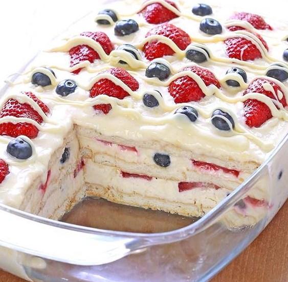 No Bake Summer Berry Icebox Cake #Cake #Dessert