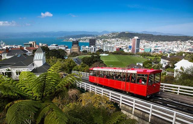 Pemerintah Selandia Baru mengeluarkan kebijakan tegas dengan melarang warga asing membeli properti di negaranya.  Kebijakan ini bahkan dituangkan pemerintah dalam perubahan UU investasi luar negeri Selandia Baru yang membatasi pasar perumahan.