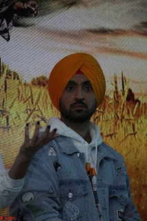 Anushka Sharma with Diljit Dosanjh at Press Meet For Their Movie Phillauri 059.JPG