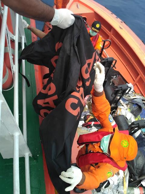 Foto Serpihan dan Puing Pesawat Lion Air JT610   liataja.com