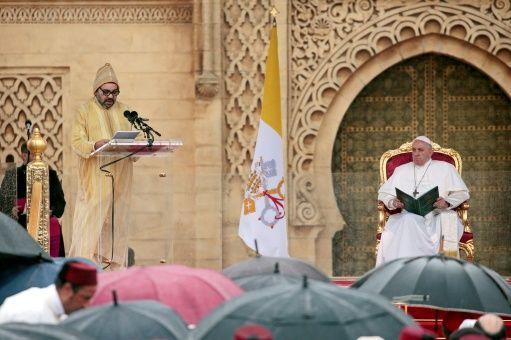 Papa Francisco llama a no imponer barreras físicas a migrantes