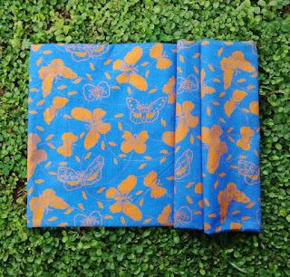 Kain Batik dan Embos 490 Pekalongan Motif Kupu-kupu Biru