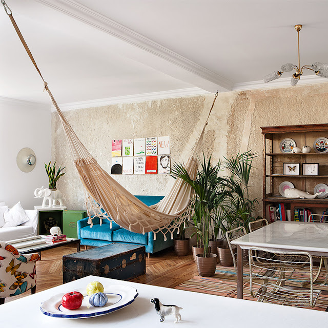 a house in Madrid, hammock in the living room