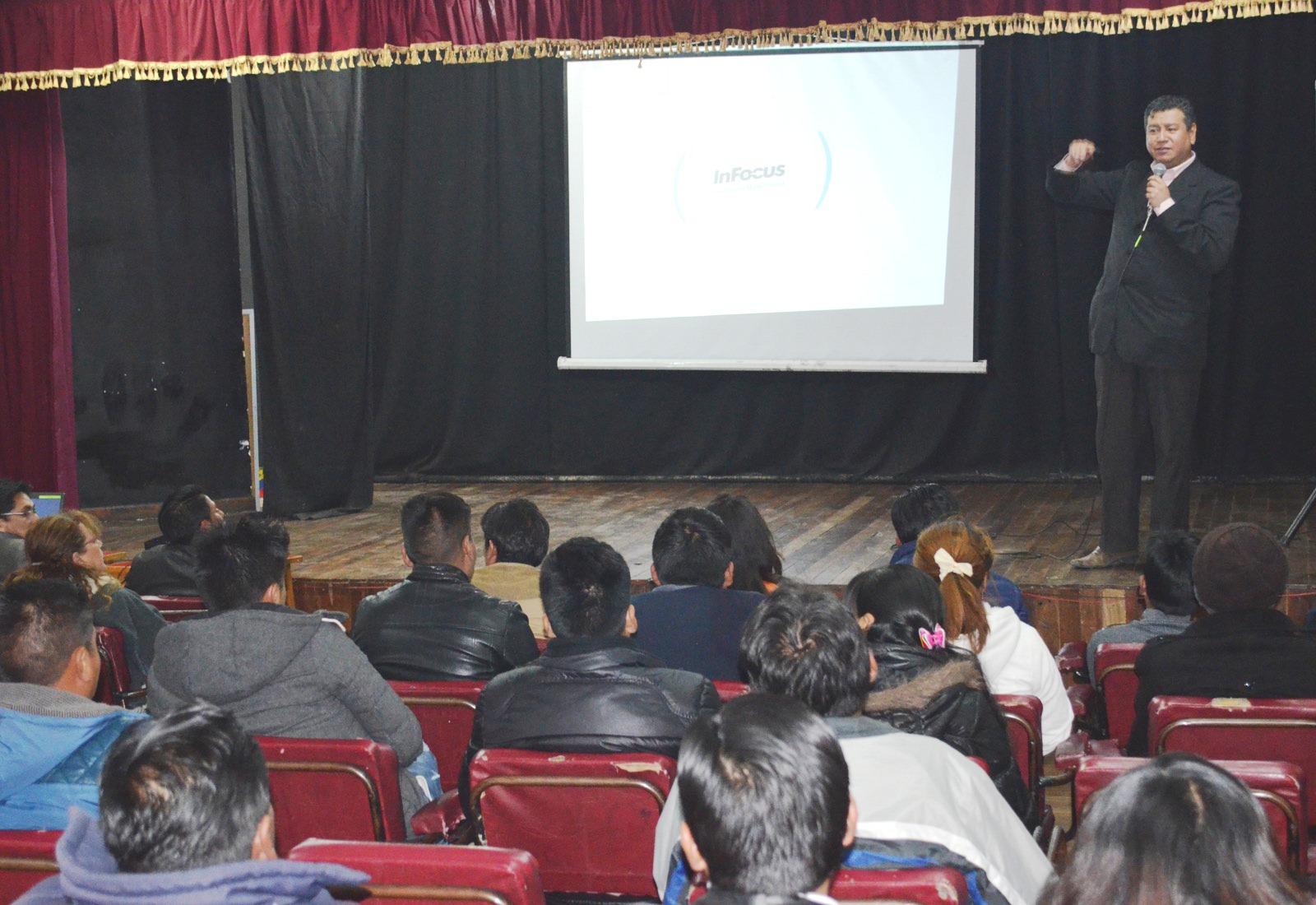 Mundo Virtual y el grupo empresarial Millennial abordaron el tema en El Alto / ALBERTO MEDRANO