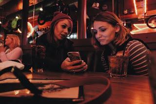 janjian sama teman di kafe