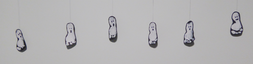 HALLOWEEN IDEAS FOR TODDLERS: Footprint ghosts or handprint spiders