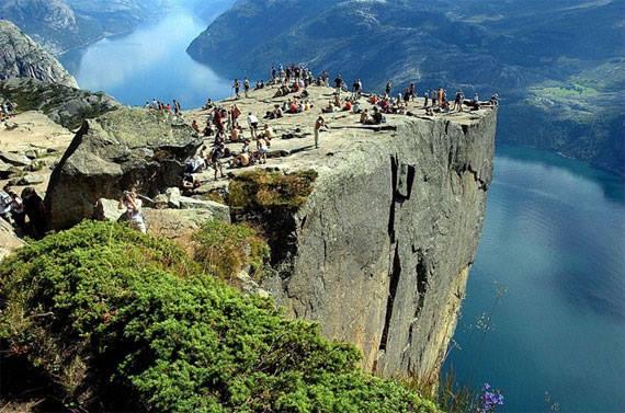 Acampar Acantilado – Predicadores Rock, Noruega