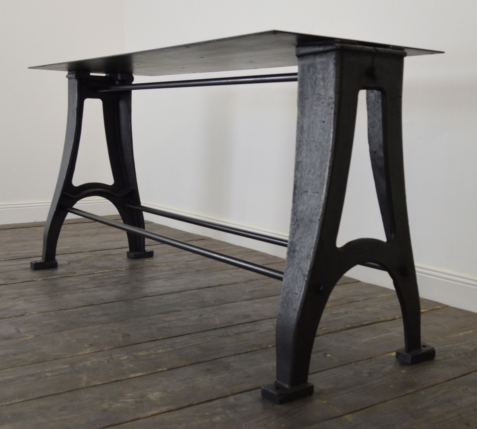 R alisation de table industrielle sur mesure avec des anciens pi tements de machines outils for Grande table industrielle