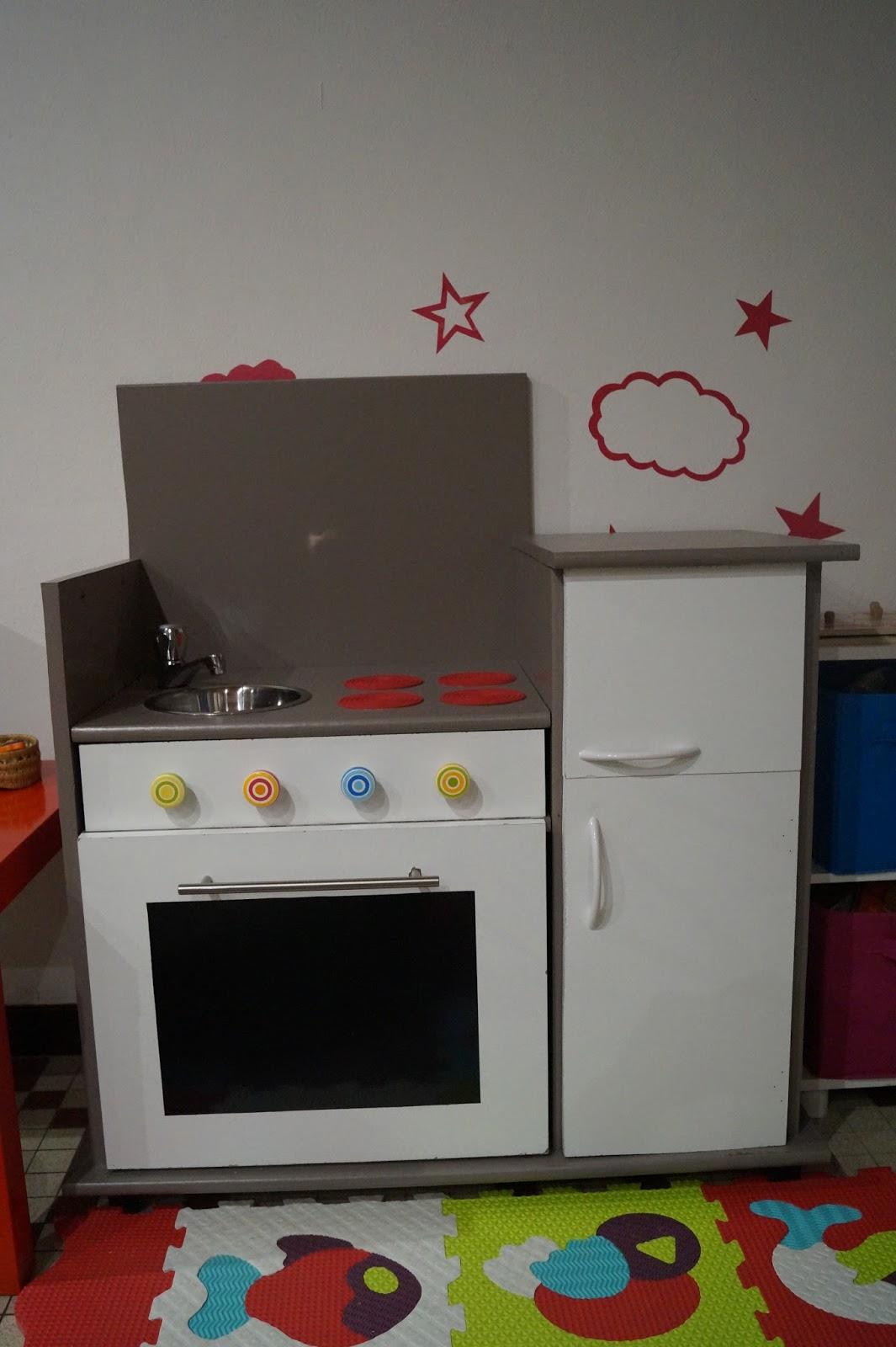 Tuto bricolage fabriquer une cuisine pour enfant for Bricolage meuble cuisine
