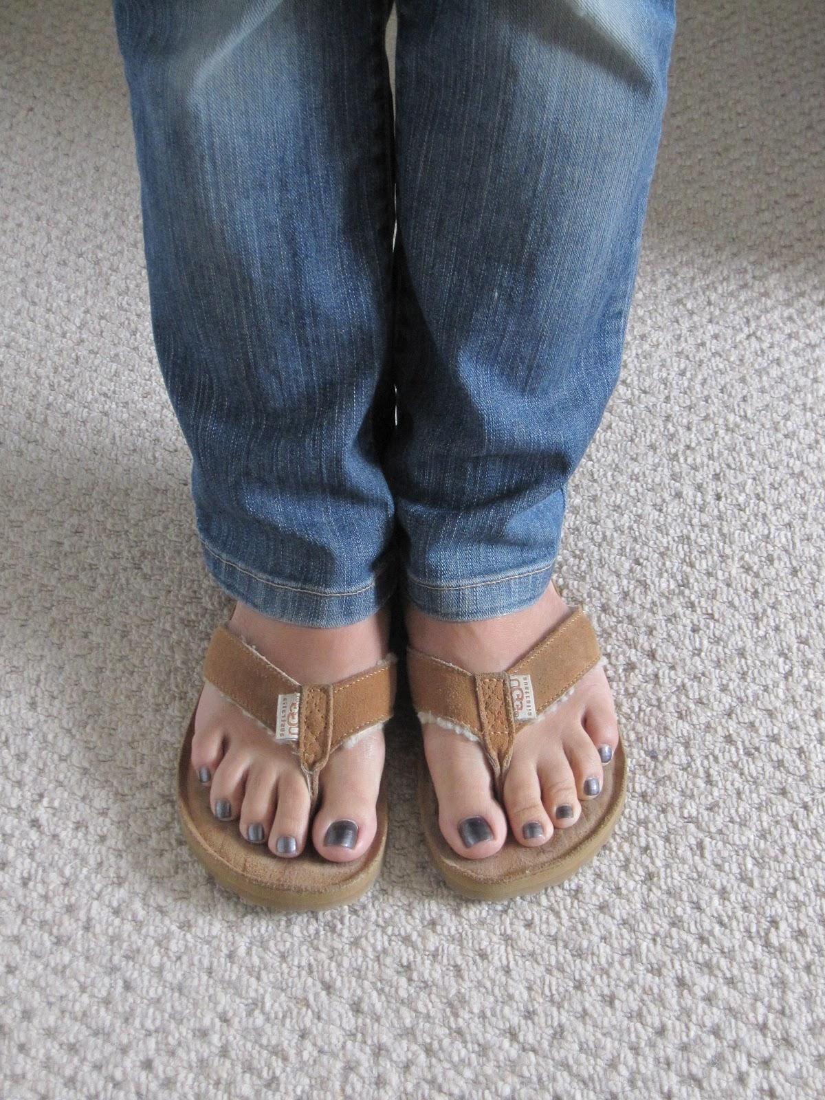 1d6787c5c2f0 ugg women s tasmina flip flops