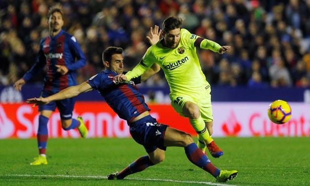 Messi lập hat-trick giúp Barca vững vàng ngôi đầu bảng