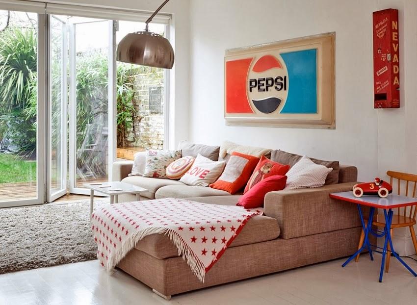 Wesołe mieszkanie w stylu skandynawskim, wystrój wnętrz, wnętrza, urządzanie domu, dekoracje wnętrz, aranżacja wnętrz, inspiracje wnętrz,interior design , dom i wnętrze, aranżacja mieszkania, modne wnętrza, styl skandynawski, scandinavian style, styl nowoczesny, czerwone dodatki, salon,