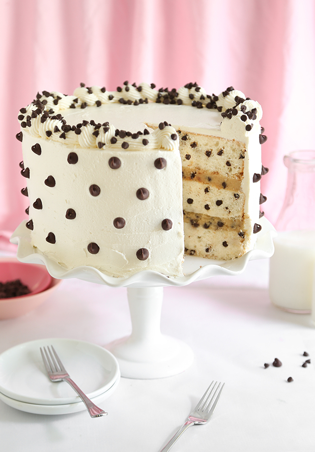 Cake Decoration With Chocolate Chips : Chocolate Chip Cookies and Milk Cake Sprinkle Bakes