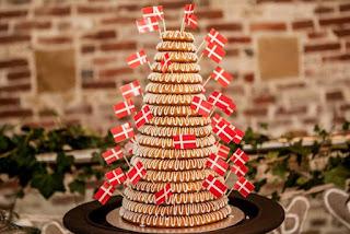 Kransekage: pastel hecho con pasta de almendra
