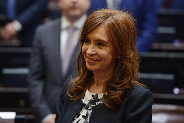 Cristina juró como Senadora: recibió la mayor ovación de la jornada