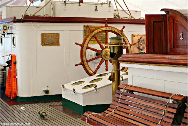 A Bordo del Buque Escuela de la Armada Española Juan Sebastián de Elcano en el Puerto de Boston