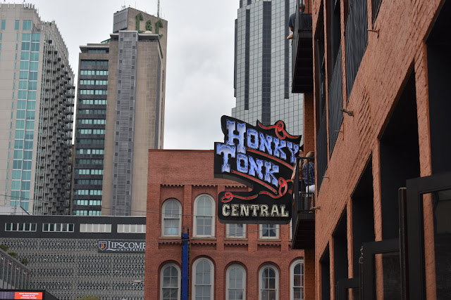 Nashville Honky Tonk Central - Taylor A Mead