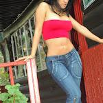 Andrea Rincon, Selena Spice Galeria 21 : Jean Azul y Top Rojo Foto 8