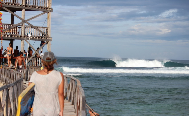 www.xvlor.com Cloud 9 is perfect surf spot for right break barreling on Siargao Island