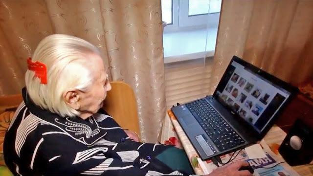 """La 'abuelita hacker', una rusa de 101 años que navega por Internet porque responde a """"todo"""""""