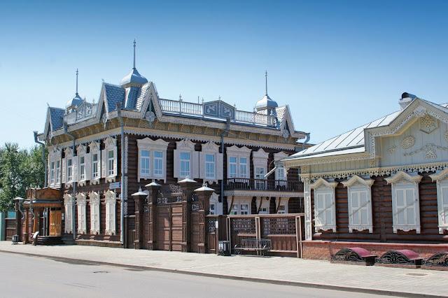 Transsib Zarengold, Irkuts, sibirisches Holzhaus, (c) Denis Solovjov
