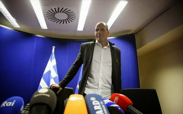Ο Βαρουφάκης εξηγεί γιατί με τη συμφωνία «το χρέος θα εκτιναχθεί στα βουνά»