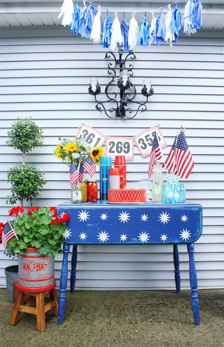 4th of july table, fourth of july table scape, star stenciled table