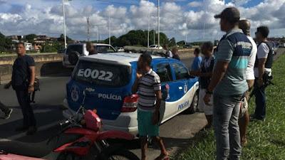 Policial civil é morto em tentativa de assalto na BR-324, em Salvador