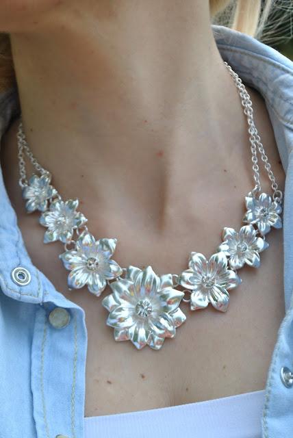 collana argento forma fiore collane estive accessori estivi collane romantiche mariafelicia magno fashion blogger collana majique london